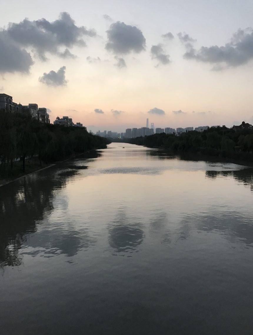 一副上海水墨风景画,好一张风水画!